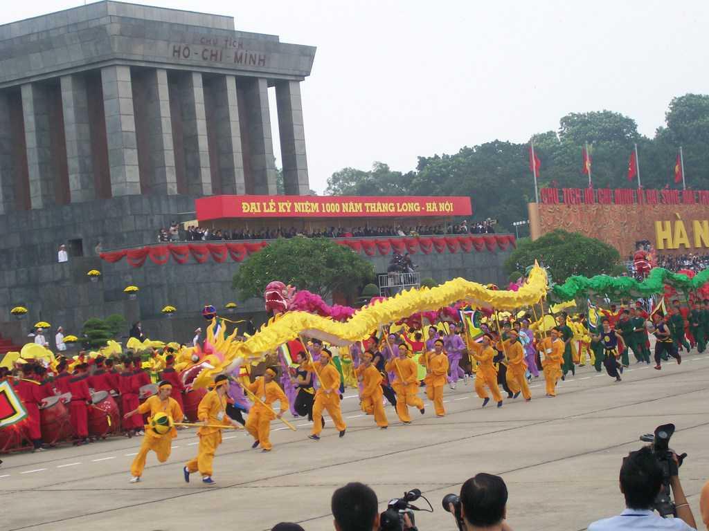 Много зрелищни бяха тържествата пред мавзолея на Хо Ши Мин през октомври 2010-та–в чест на 1000-годишнината на Ханой