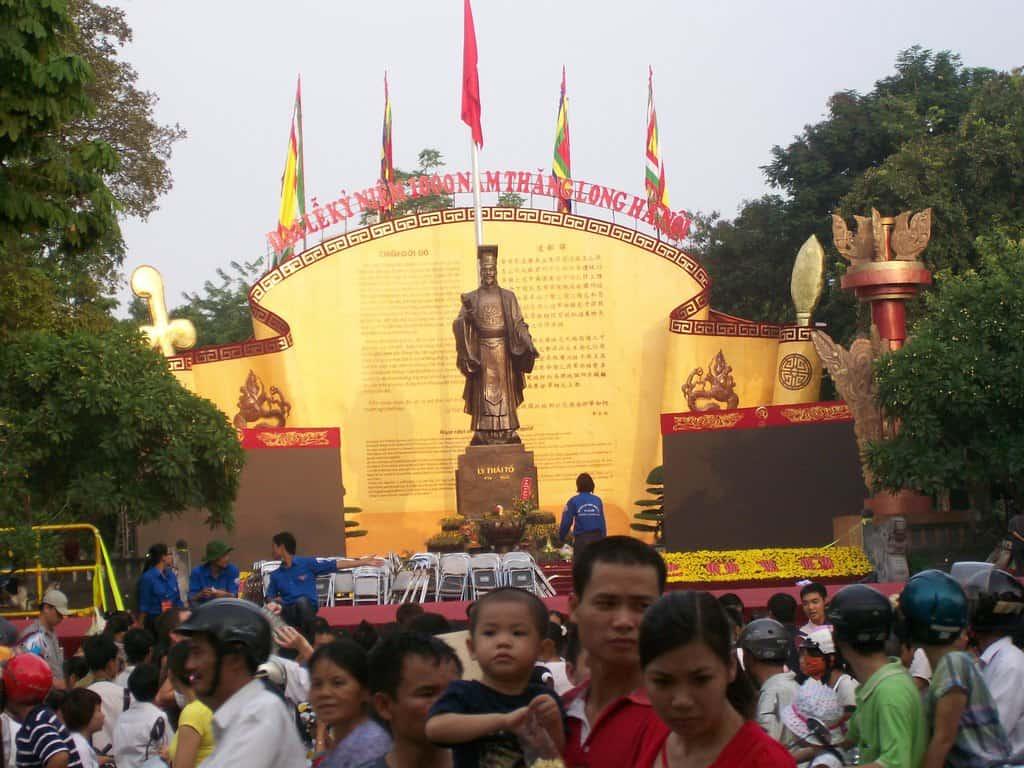 Паметник на основателя на Ханой–император Ле Тхай То