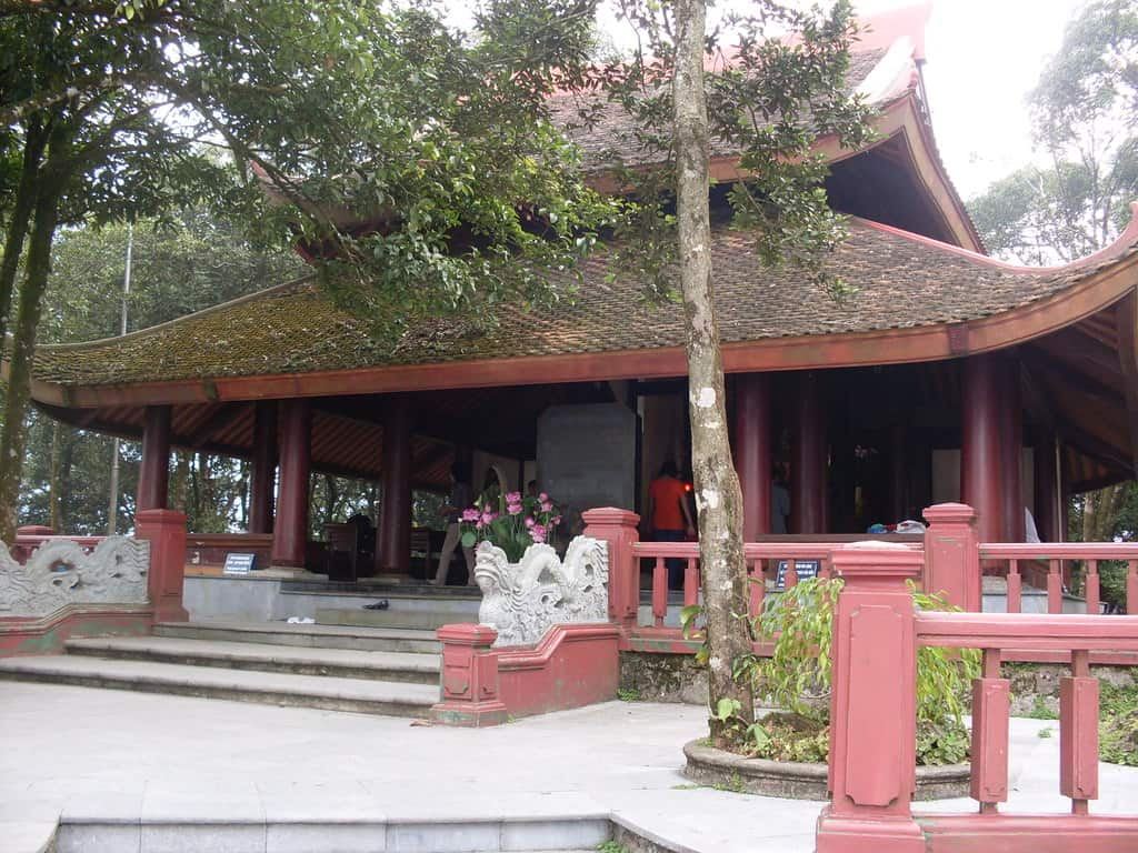 Храм в чест на Хо Ши Мин в планината планина Ба Ви