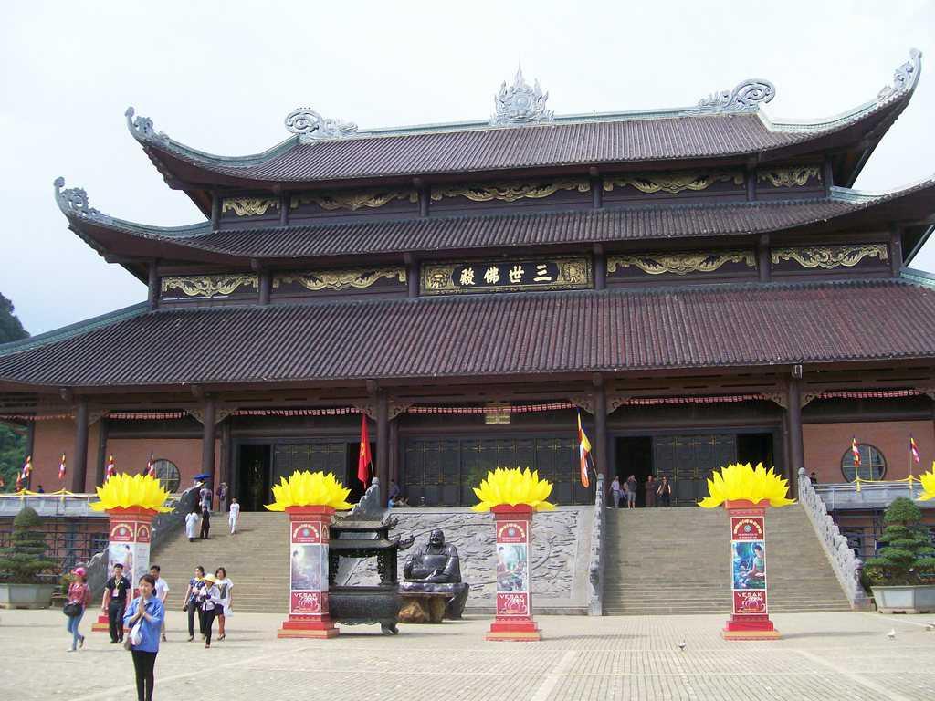 Храмовият комплекс Бай Дин бе домакин през 2014-та на световната будистка среща в чест на свещения ден Весак