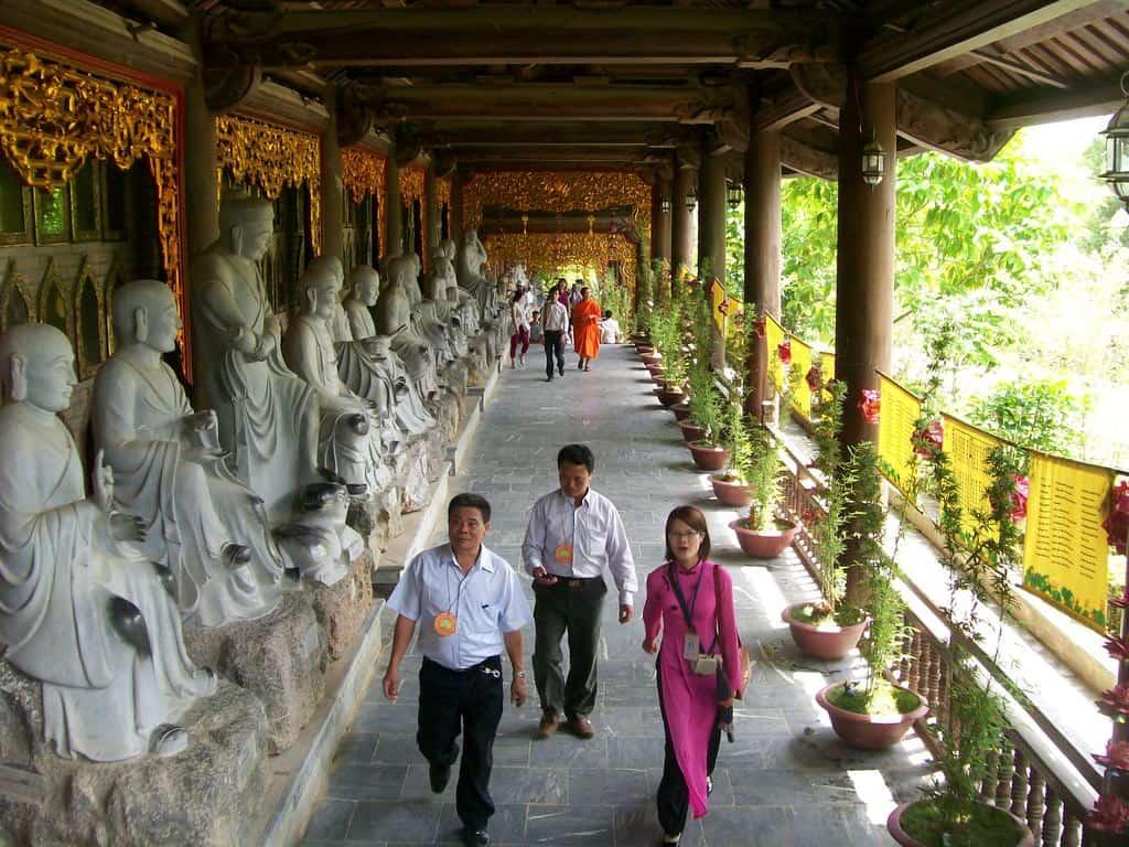 """Най-дългият в Азия коридор с 500 скулптури """"архат"""""""