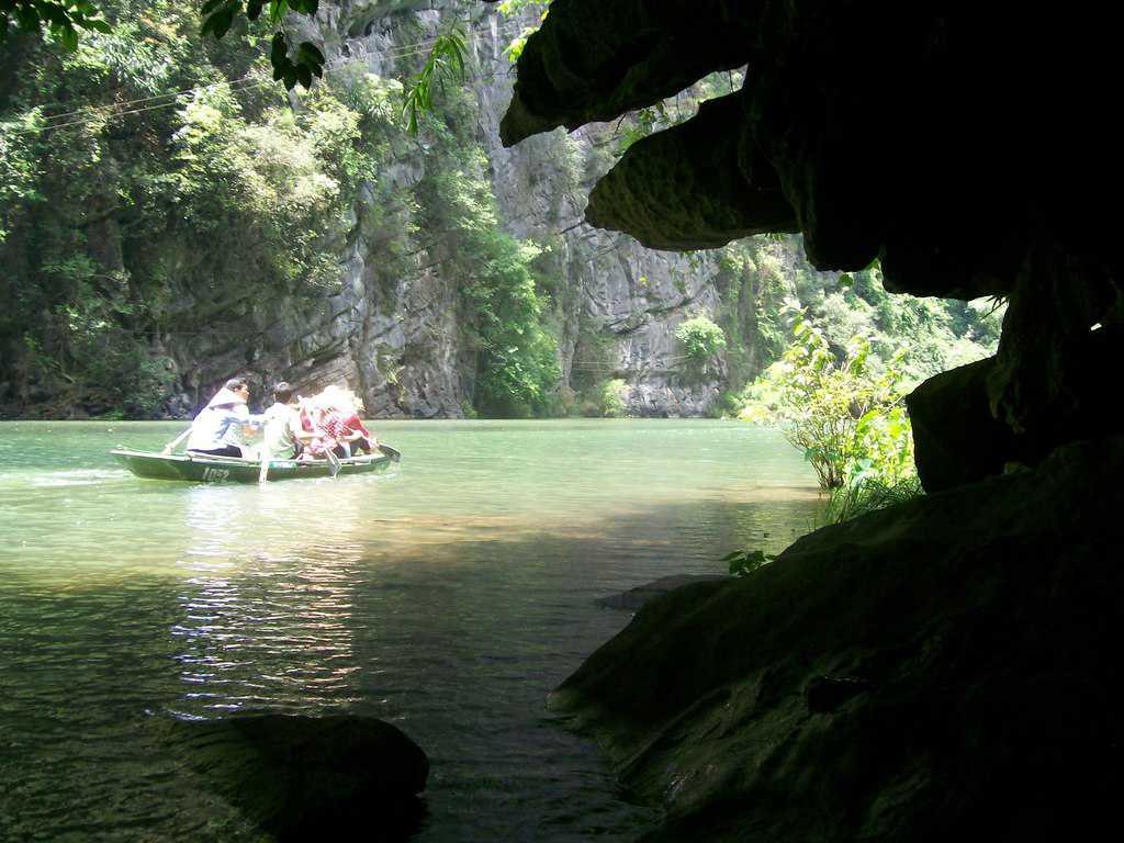 На излизане от една от пещерите