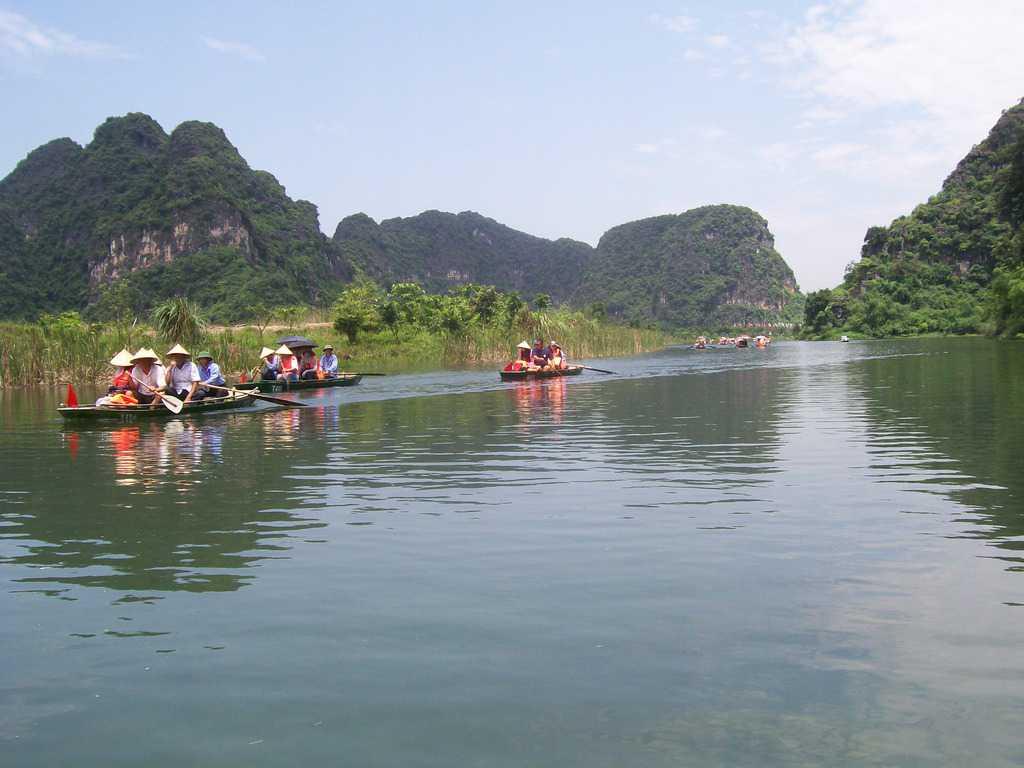 Идилията на разходките с лодки из резервата Чан Ан подарява тричасов пълен релакс на туристите