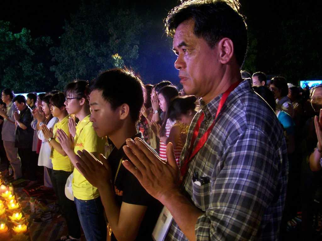 10 000 души участваха в масовата будистка молитва за мир в храмовия комплекс Бай Дин