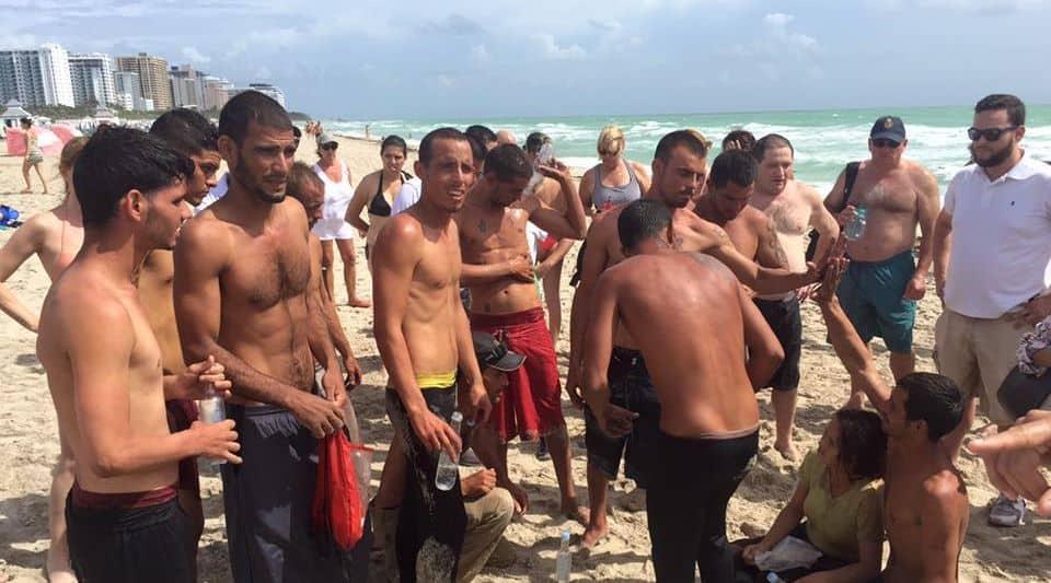 """Маями скоро ще отвикне от посрещането по плажовете си на такива """"сухи крака"""""""