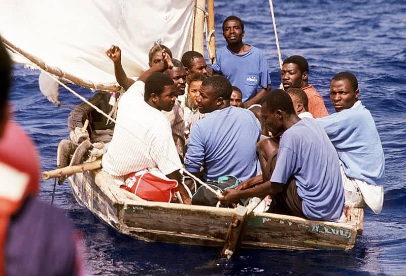 """Тези """"салджии"""" от Хаити, потеглили да търсят по-добър живот в САЩ, с нищо не са по-различни от кубинските си събратя, но американската мигрантска политика никога не е била благосклонна към тях"""