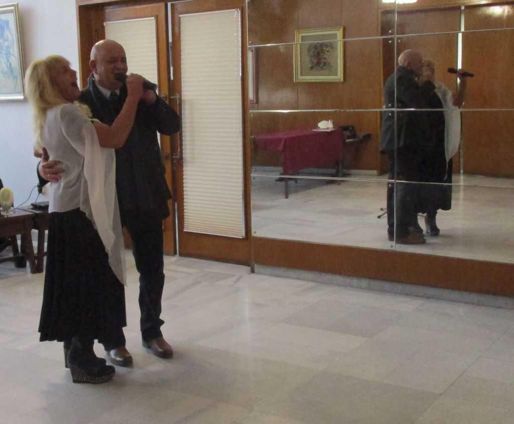 Грета Ганчева и посланик Педро Пабло Сан Хорхе заедно изпяха припева на песента за Че Гевара