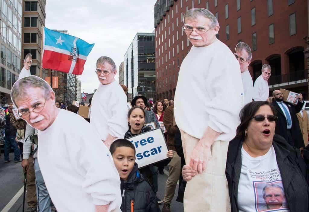 Едно от последните шествия в защита на Оскар Лопес, проведено в Ню Йорк на 11 януари т.г.–седмица преди да бъде обявено, че е помилван от Барак Обама