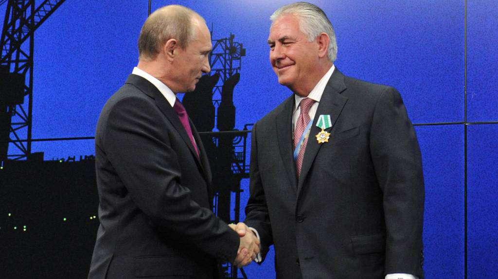 """През 2013 г. Владимир Путин награди Рекс Тилерсън с руския орден """"Дружба"""""""