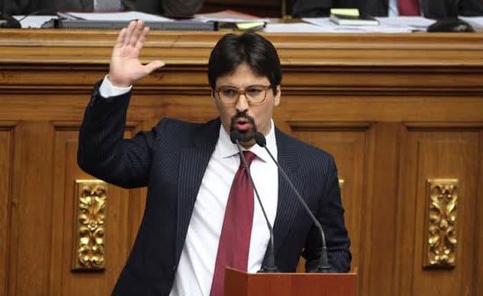 Въпреки че вече е зам.-председател на парламента, Фреди Гевара продължава да се държи спрямо властта като уличен герой