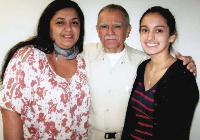 Оскар Лопес с дъщеря си и с внучката си
