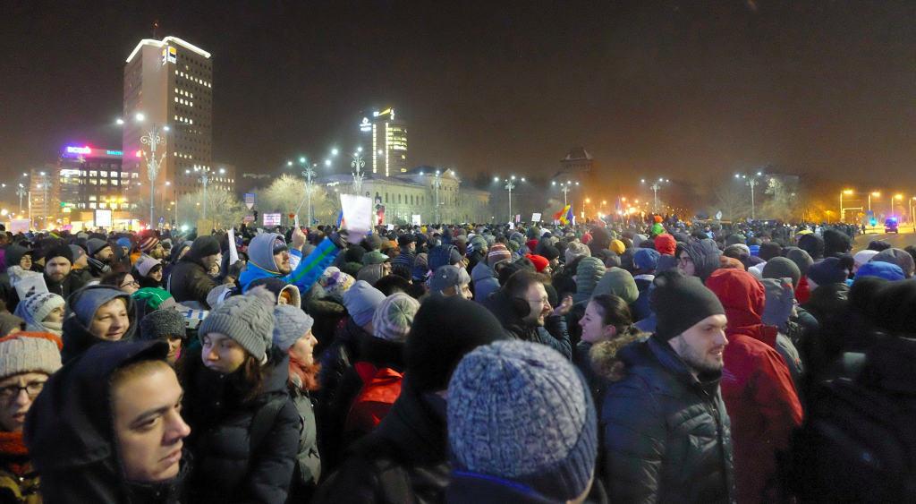 Улиците и площадите на Букурещ и други големи румънски градове отново са залети от недоволни хора
