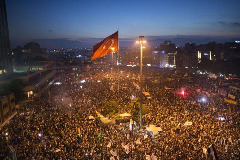"""Площад """"Таксим"""" в Истанбул в разгара на протестите през 2013-та в защита на парка """"Гези"""". Снимка: Уикипедия"""