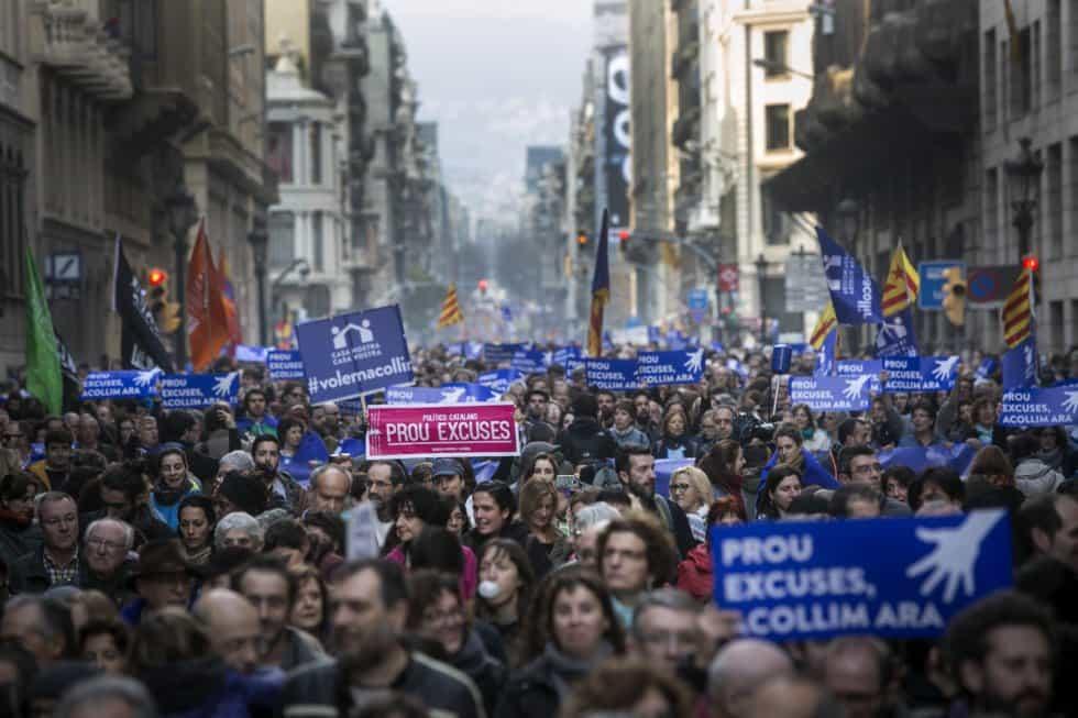 160 000 души излязоха по улиците на Барселона, за да настоят испанската държава да изпълни ангажимента си по квотите на ЕС и да приеме полагаемите ѝ се бежанци. Снимка: elpais