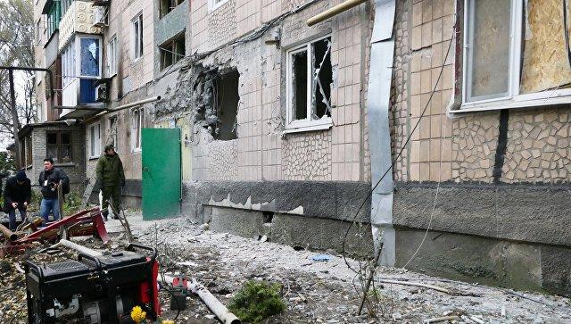 Пострадала от боевете жилищна сграда в Донецк. Снимка: www.newcoldwar.org