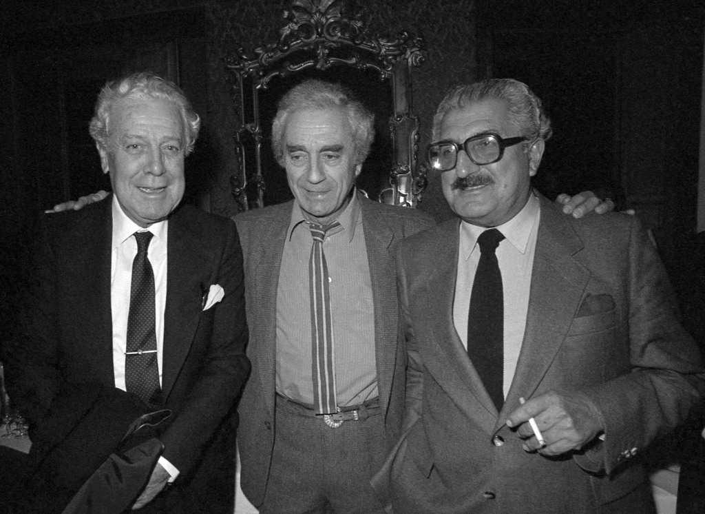 Луис Гарсия Берланга (вляво), Микеланджело Антониони (в средата) и Хуан Антонио Бардем през 1983 г. Снимка: lacriticanyc.com