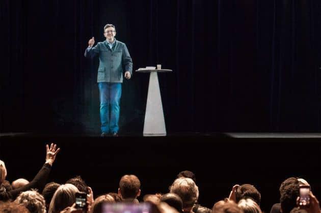 Холограмата на Жан-Люк Меланшон на митинга в Париж. Снимка: fr.news.yahoo.com