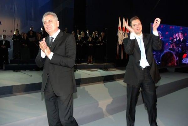 Президентът Томислав Николич (вляво) мечтае за втори мандат, но решението коя кандидатура да издигне СПП ще е на лидера ѝ Александър Вучич (вдясно). Снимка: Уикипедия