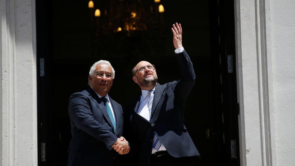"""Още като шеф на Европарламента Мартин Шулц гостува на португалския премиер Антонио Кощта и се възхити на левичарското """"чудо"""". Снимка: elespanol.com"""