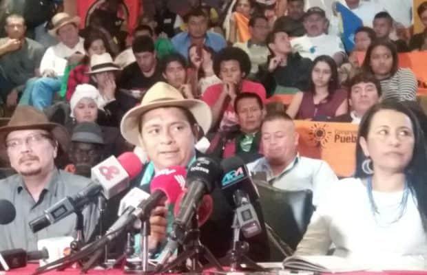 Участници във форума в Кито в подкрепа на мира, в който се включиха колумбийски социални движения