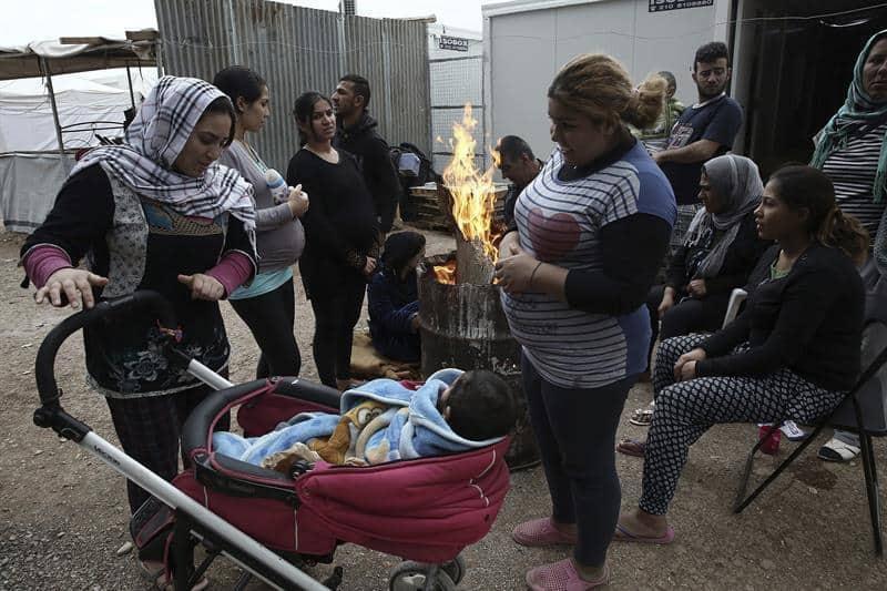 В лагерите има много деца, някои са със здравословни проблеми. Снимка: EFE
