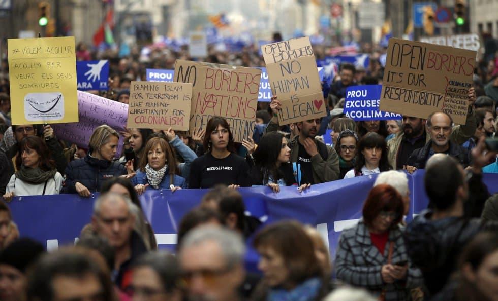 Сред демонстрантите имаше и политици, и активисти, и редови граждани, и много имигранти. Снимка: elpais