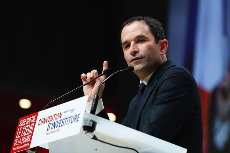 Беноа Амон на митинга си в Париж. Снимка: RTL