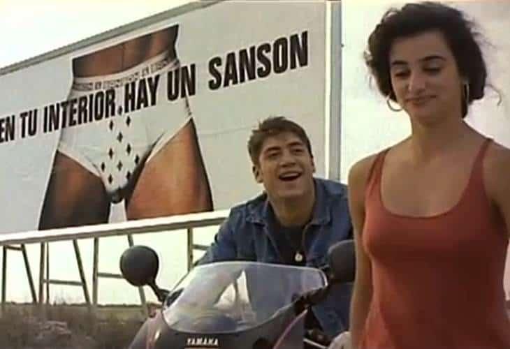 """Младите Пенелопе Крус и Хавиер Бардем в кадър от """"Шунка, шунка"""". Снимка: filmotech.com"""