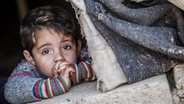 Децата от бедни семейства растат в нездравословна среда, която обрича много от тях и на ментални, и на физиологични проблеми. Снимка: eppa.com.ar