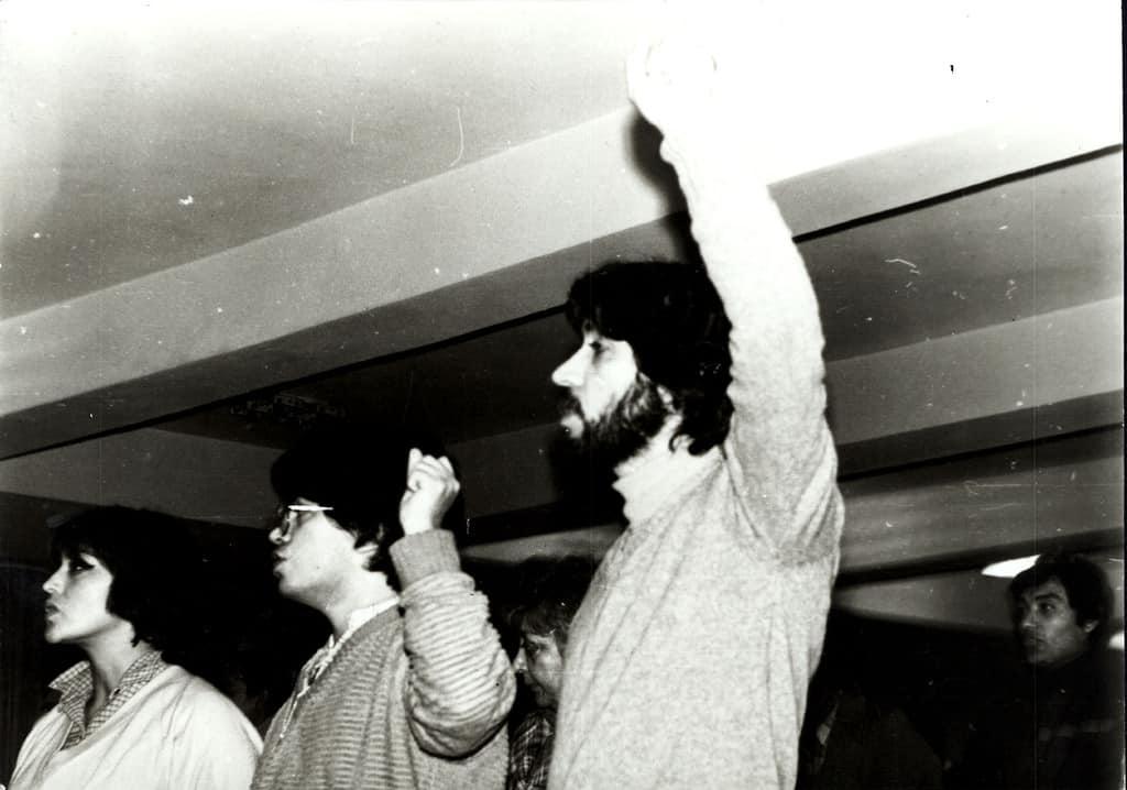 """Venceremos (""""Ще победим"""")–без тази песен клетва, изпята с вдигнат юмрук, не минаваше никой митинг в Чилийския клуб в София през 70-те. Снимка: Къдринка Къдринова"""