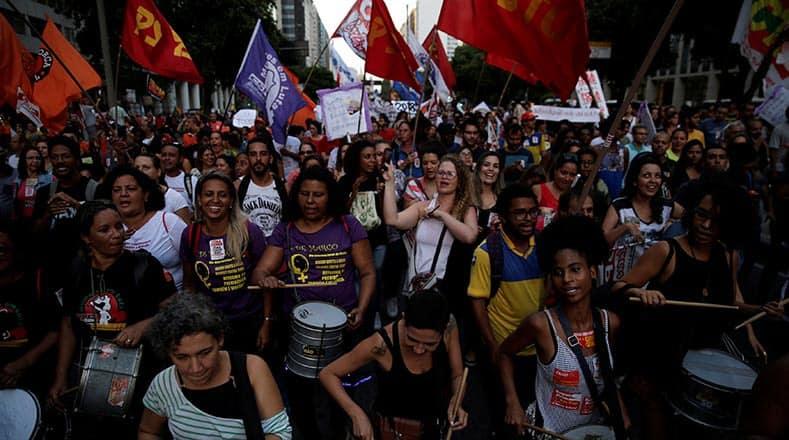 В Рио де Жанейро също протестираха срещу пенсионната реформа. Снимка: telesurtv