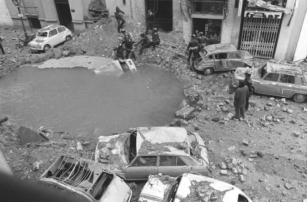 Такъв кратер остава на мястото на експлозията. Снимка: InfoLibre