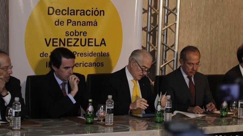 Хосе Мария Аснар (вторият отляво) заедно с латиноамерикански експрезиденти по време на сбирката на IDEA в Панама през 2015 г. Снимка: Globovision