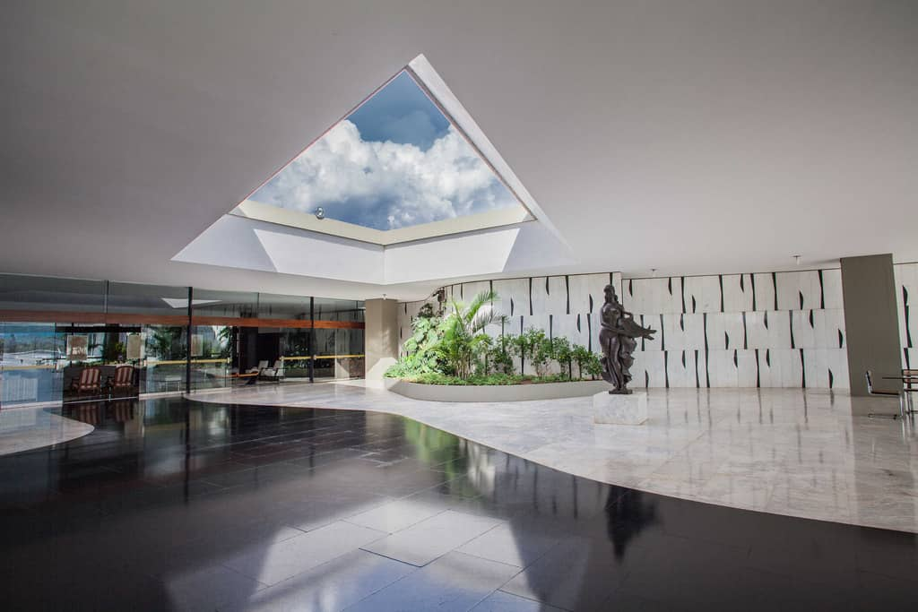 """Кът от вицепрезидентската резиденция """"Жабуру"""", също сътровена от Оскар Нимайер, където Мишел Темер предпочита да живее. Снимка: Planalto"""