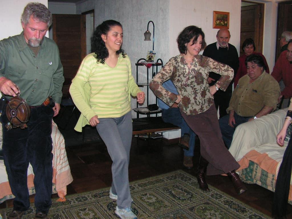 Сантяго, август 2005 г. Иван Цибулка, Мирослава Петрова и Мариана Дайслер–в български ритми. Снимка: Къдринка Къдринова