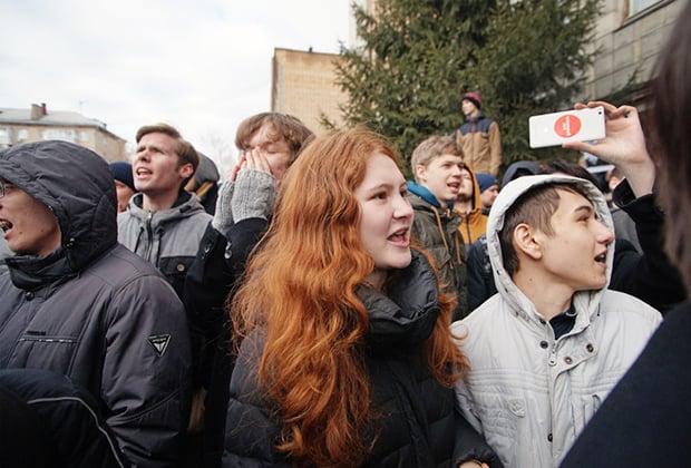 Млади участници в демонстрацията в град Самара. Снимка: Коммерсантъ