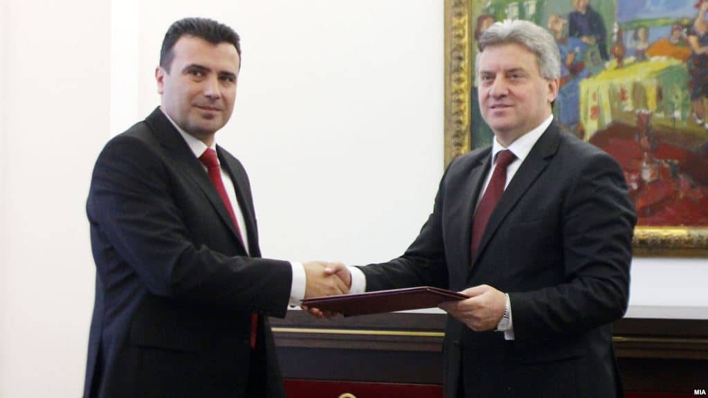 Държавният гвана Георге Иванов все пак отказа да връчи (вдясно) мандат на Зоран Заев. Снимка: rferl.org