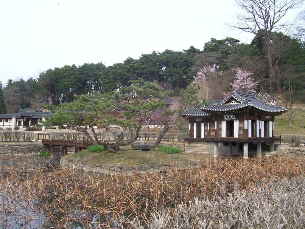 В архитектурния резерват Сеонгйоджанг. Снимка: Къдринка Къдринова
