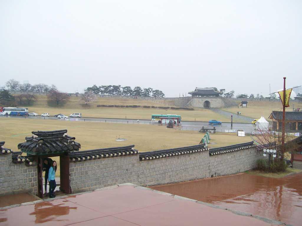 Крепостта Хвасомун в град Суон. Снимка: Къдринка Къдринова