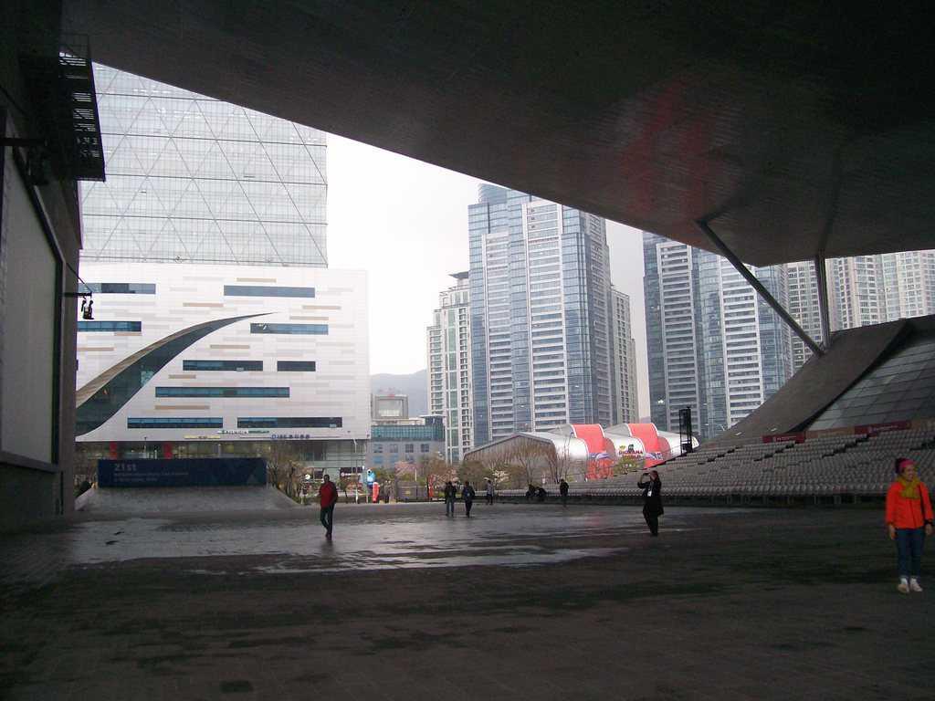 Прожекционната зона, където стават и официалните киноцеремонии, е хем на открито, хем на закрито. Снимка: Къдринка Къдринова