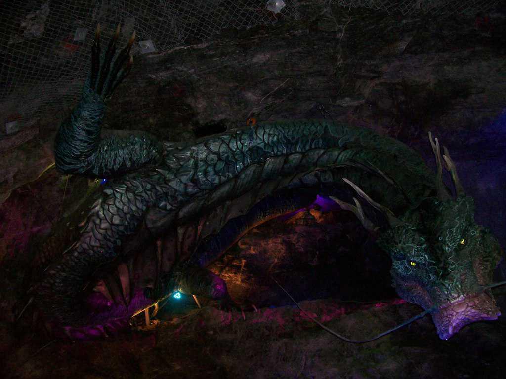 """Този дракон е само един от """"обитателите"""" на бившата мина край Куанмьон, превърната в приказна пещера. Снимка: Къдринка Къдринова"""