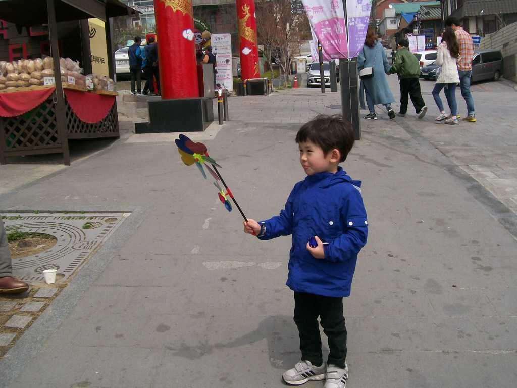 Град Инчон ме изпраща с шарена въртележка и с детска усмивка. Снимка: Къдринка Къдринова