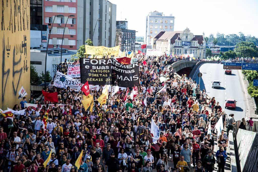 Част от протестното шествие в Сао Пауло. Снимка: Туитър
