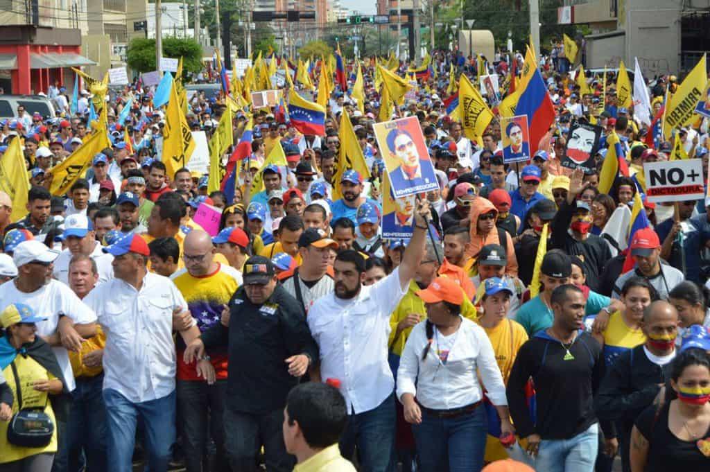 Опозицията също събра хиляди хора на своето шествие в Каракас. Снимка: el-carabobeno
