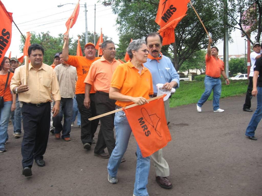 Дора Мария Тейес и Уго Торес (двамата на предна линия) днес са начело на демонстрации срещу Даниел Ортега, защото смятат, че е изневерил на сандинисткия идеал. Снимка: Flickr