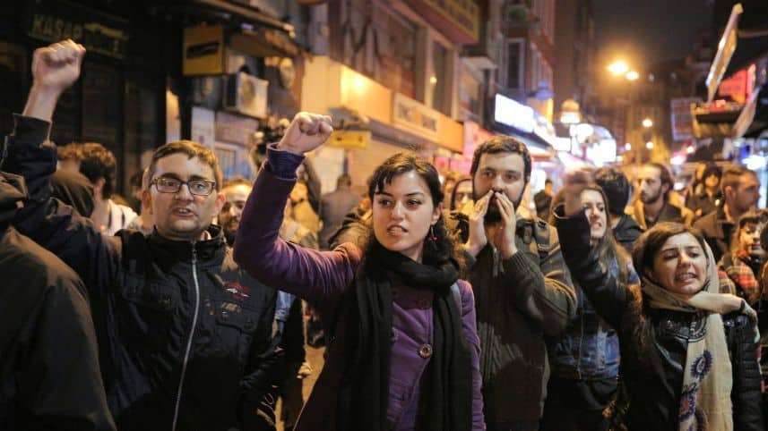 Протест в Истанбул срещу конституционните промени, наложени с референдума на 16 април. Снимка: haaretz