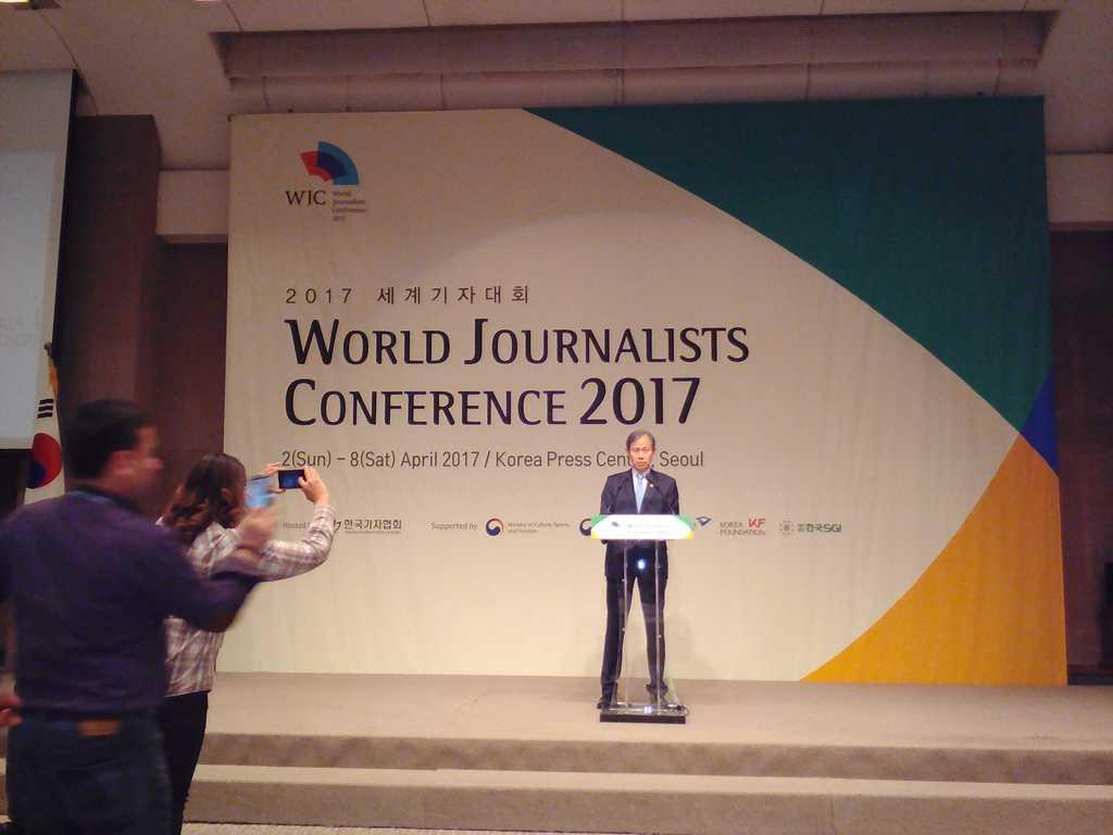 Зам.-външният министър на Република Корея Ан Чонг-хе пред Световната журналистическа конференция в Сеул. Снимка: Къдринка Къдринова