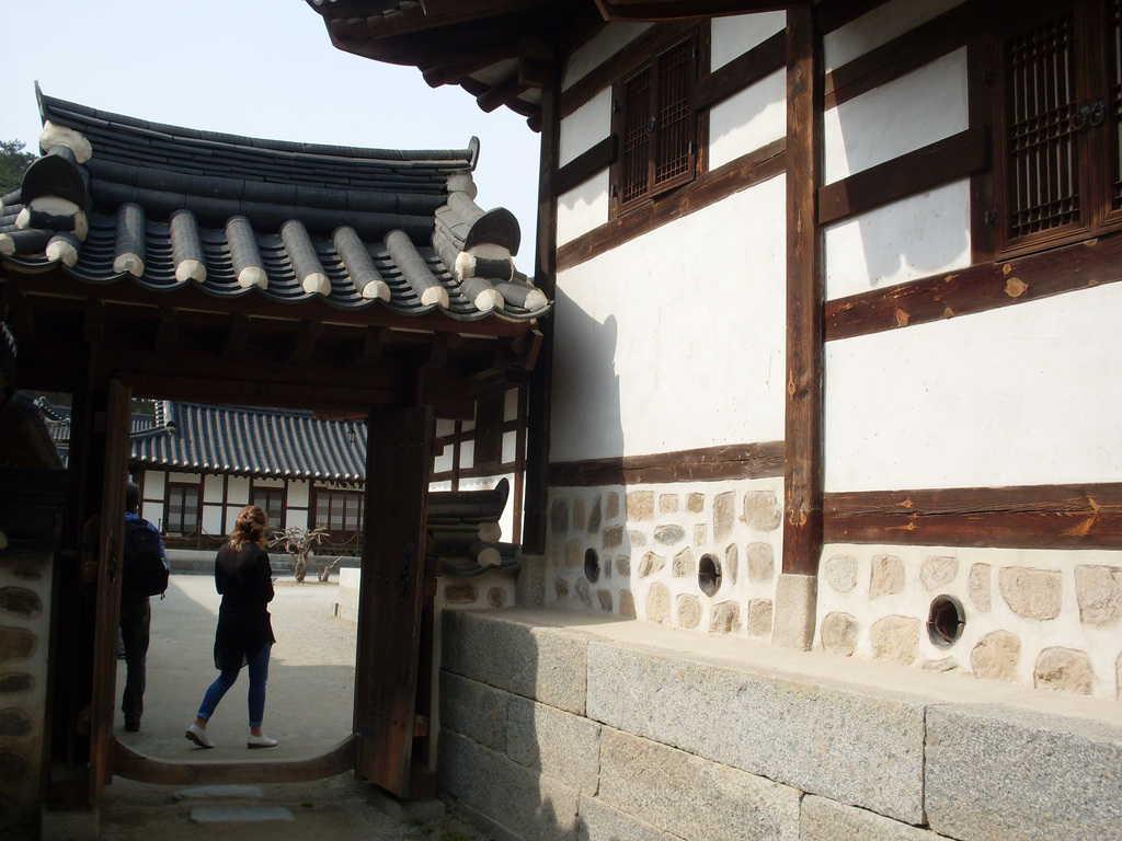 Кът от Сеонгйоджанг, в който лесно се усеща близост с нашенската възрожденска архитектура. Снимка: Къдринка Къдринова
