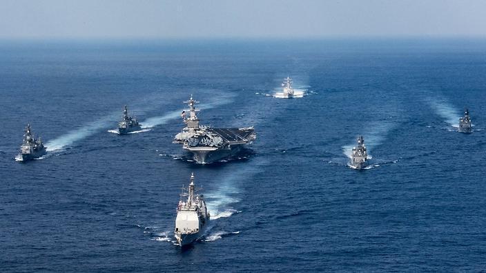 """Американски военни кораби начело с ядрения самолетоносач """"Карл Винсън"""" се насочват към Южна Корея. Снимка: US Navy"""