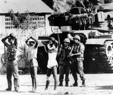 При американския десант в Гренада през 1983 г. на 100-хилядния остров са стоварени първо 1200 морски пехотинци, които бързо нарастват до 7000. Всички непослушни сред местните са взети на мушка. Снимка: архив